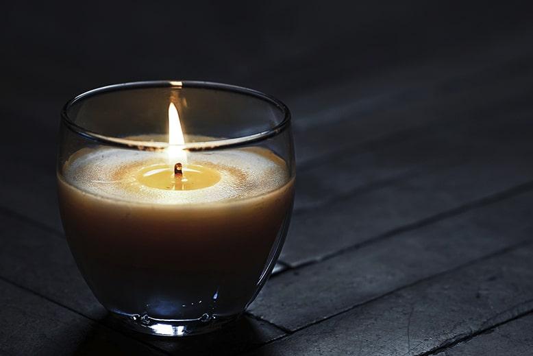 Зажженные свечи