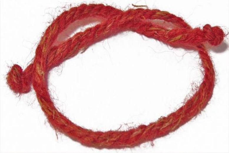 Шерстяная красная нить